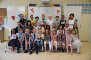Klasse 1a mit Klassenlehrerin Katja ten Eicken